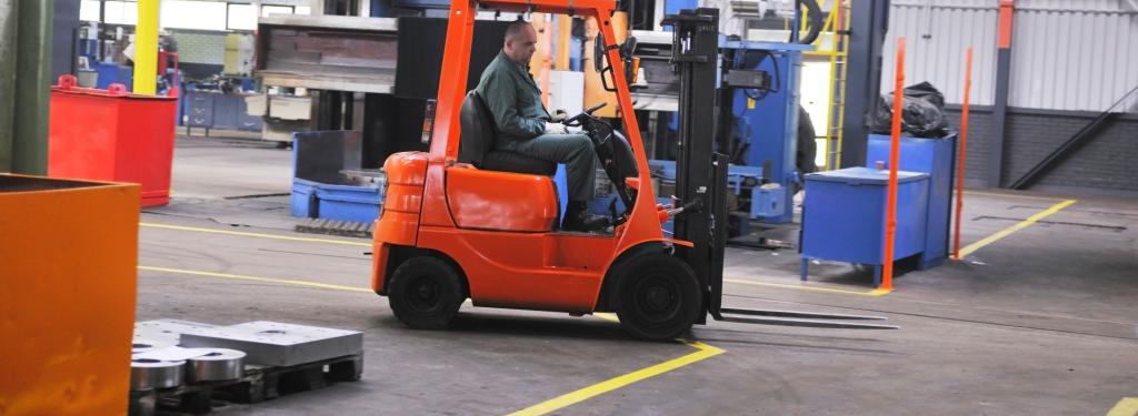 Wyposażenie magazynowe zakładów produkcyjnych artykuły BHP i ergonomii pracy