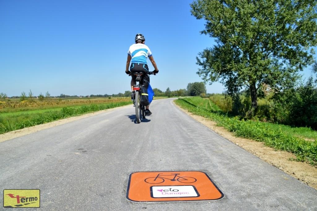 znak-piktogram-r-4-na-szlaku-rowerowym