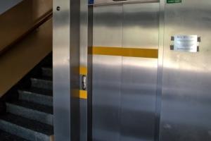 oznakowanie-dla-niewidomych-i-niedowidzacych-winda-03